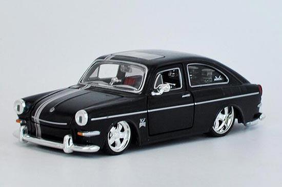 Diecast 1967 Volkswagen 1600 Fastback Model 1:24 By Maisto