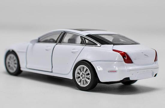 Diecast 2010 Jaguar Xj Toy White 1 36 Scale By Welly Vb2a465